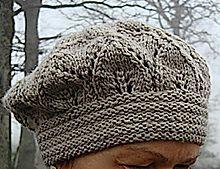 Dieses Elfunny Beret, erinnert vom Muster an den Elfenstille Schal.