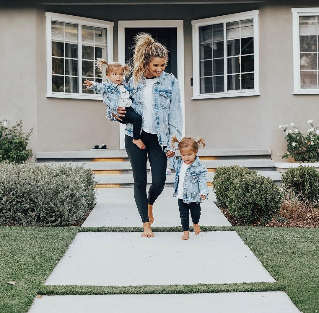 """, MADISON FISHER on Instagram: """"Woah! We're all matching it's so hard to tell which one is me! Can you tell? 🤣 Comment if can tell us apart!  #mommyandme #twinning #twinmom"""", MySummer Combin Blog, MySummer Combin Blog"""