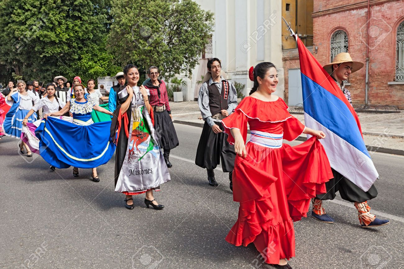 Street Parade Of Folk Ensemble Raices Nuevas From El Alcazar Costumes For Women Traditional Dresses Fashion