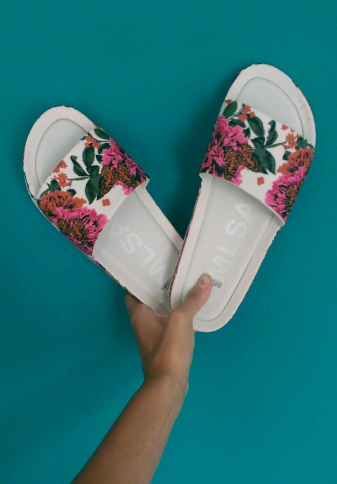 fea111ff78 Pin de Gabriela Lúcia em Sapatos e bolsas