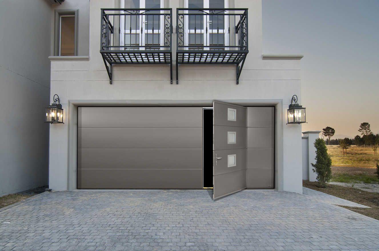 Porte De Garage Extra Large Avec Portillon Maori Garage Moderne Portes De Garage Moderne Porte De Garage Sectionnelle