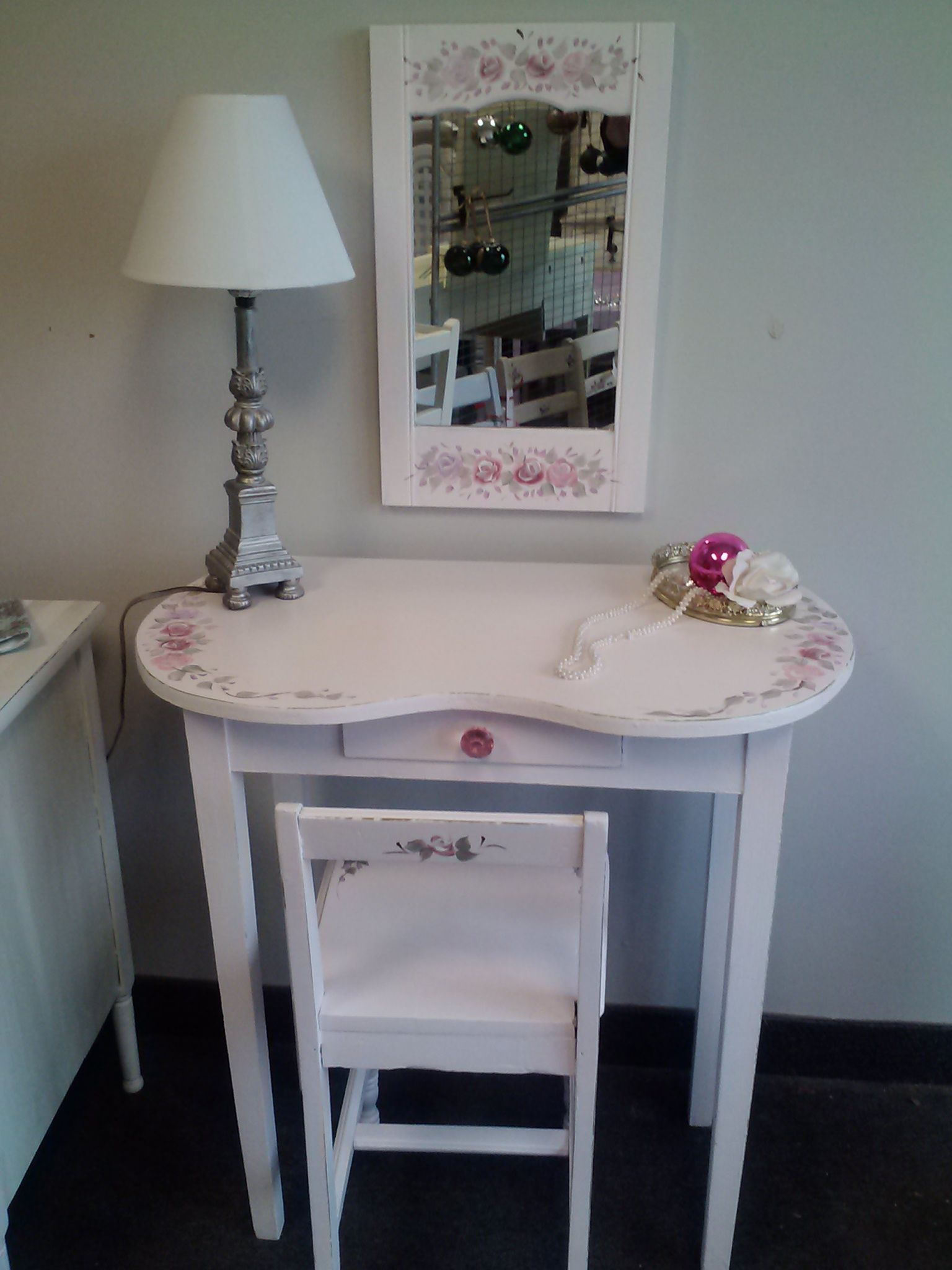 vintage kidney shaped dressing table in pink shabby chic Please