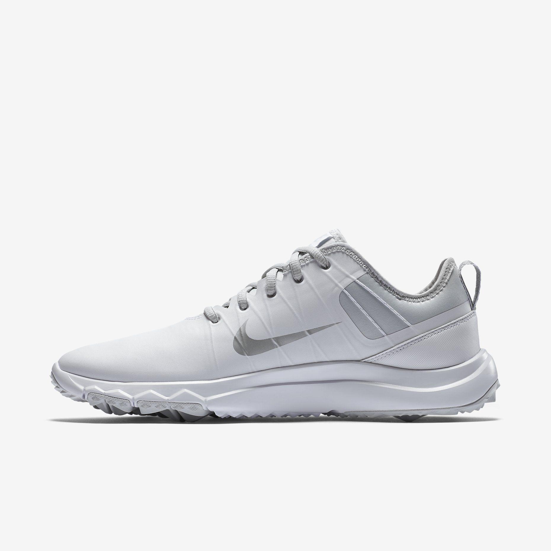 Choosing shoes Nike 16
