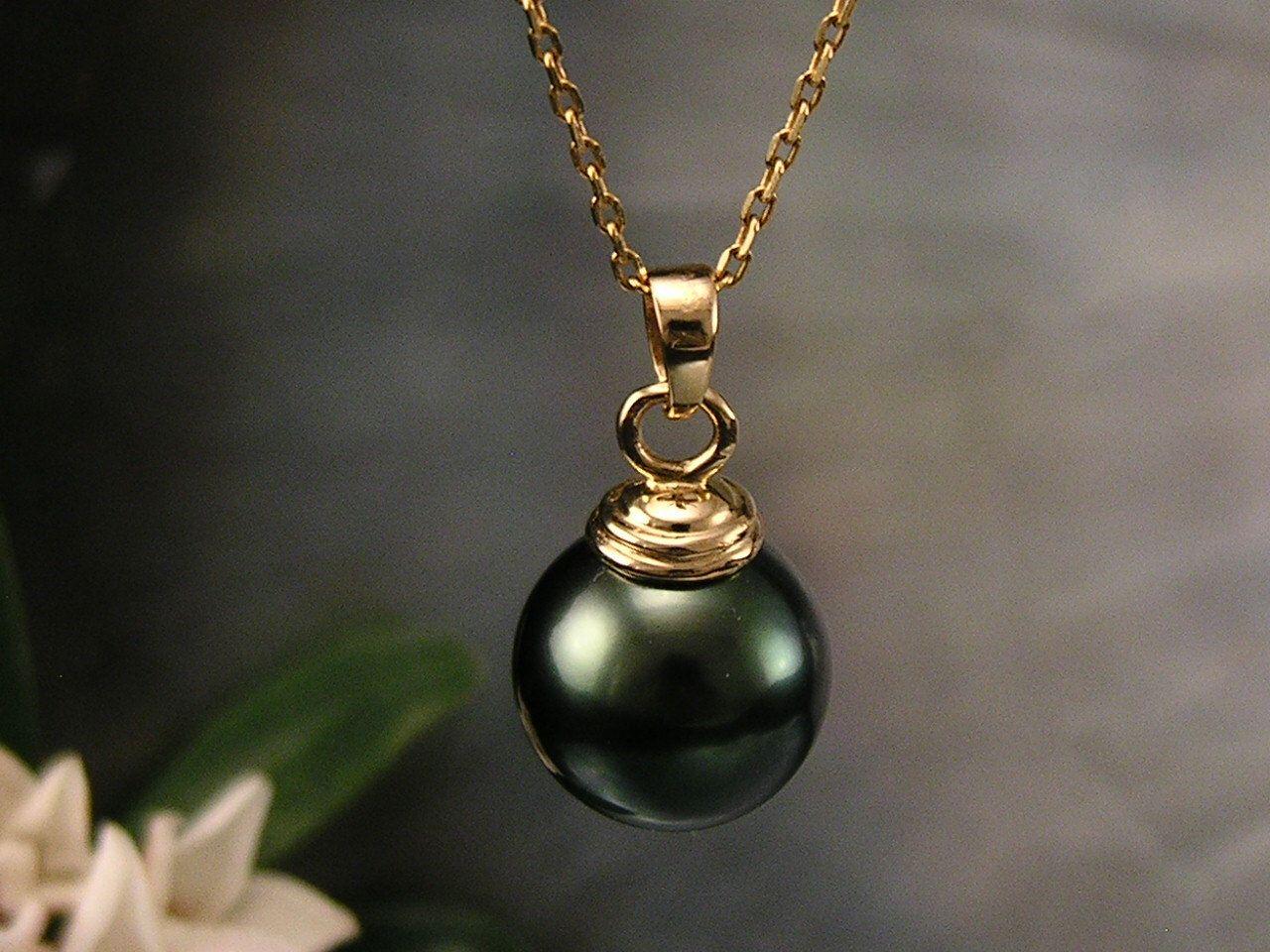 """Nero perla di """"Tahiti"""" Saltwater e 14 carati oro pendente di TheCallofTheIslands su Etsy https://www.etsy.com/it/listing/117186930/nero-perla-di-tahiti-saltwater-e-14"""