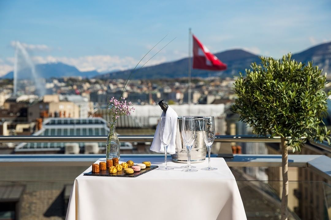 To celebrate the we are glad to share this from our Penthouse Terrace Suite with its amazing view over Geneva skyline and the Jet d'eau. The crown jewel of Warwick Geneva 🤩