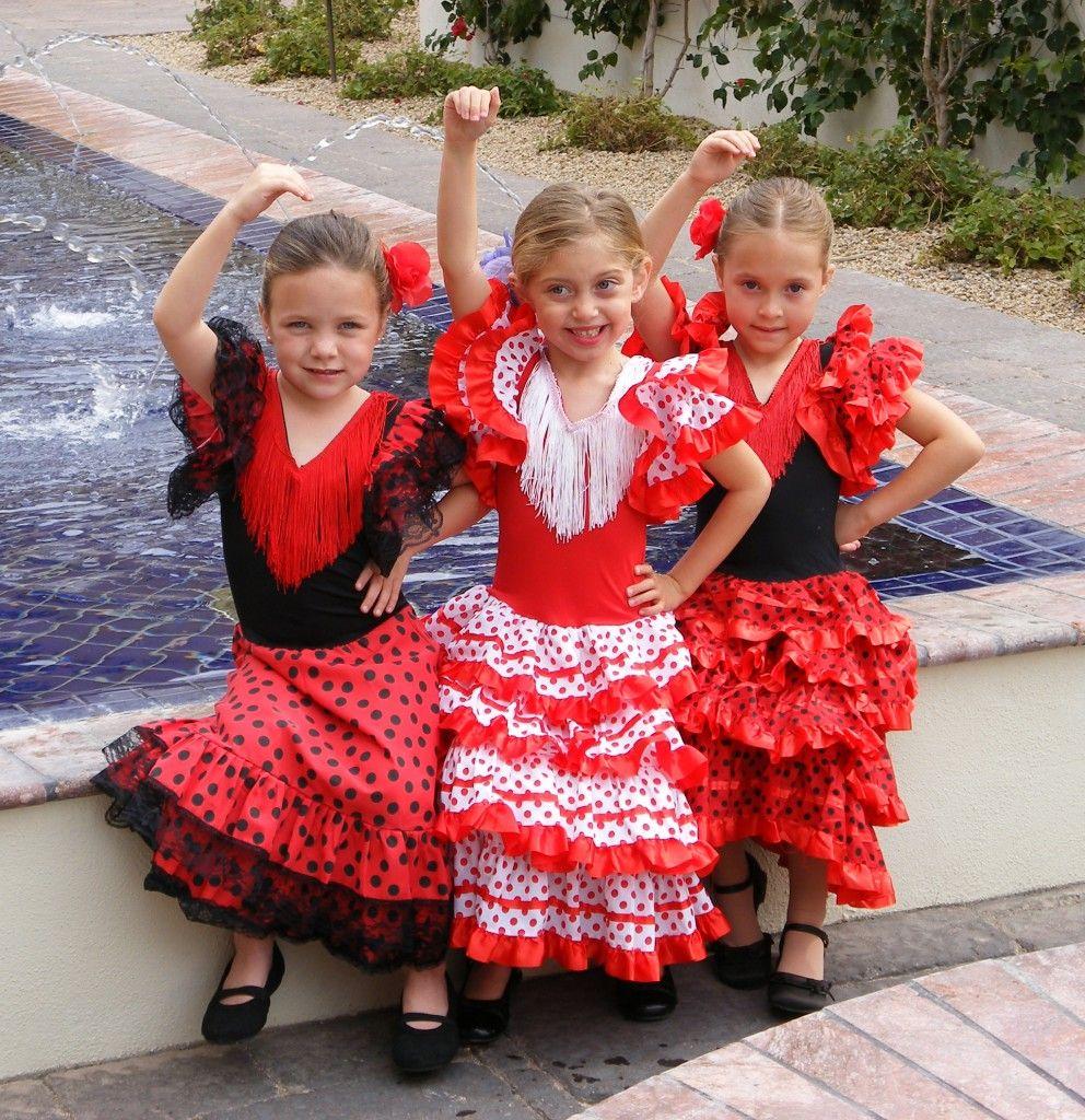 Flamenco Dancers In Spain Las Munecas De Flamenco Del Sol Left To Right Kaitlyn King 5 Maya Flamenco Dress Flamenco Costume Flamenco Dancers
