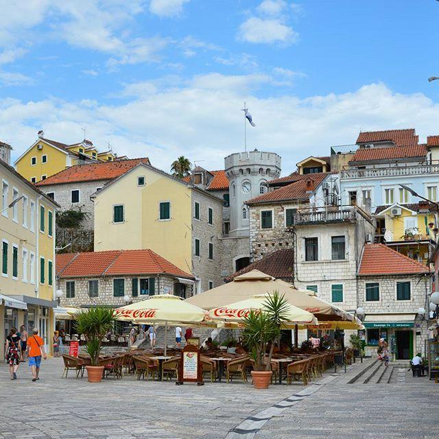rambo's hometown #црна #гора #crna #gora #montenegro #adriatic #sea #travel #lovetravel #traveltheworld #черногория #wanderlust #novi #herceg #херцег #нови #архитектура #architecture #фотонанеделата #инстаграмџии by aleksa.angelov