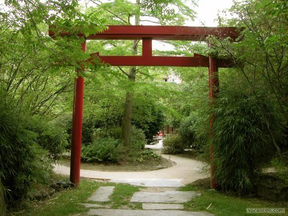 La porte du jardin japonais | Garden separation ideas ...