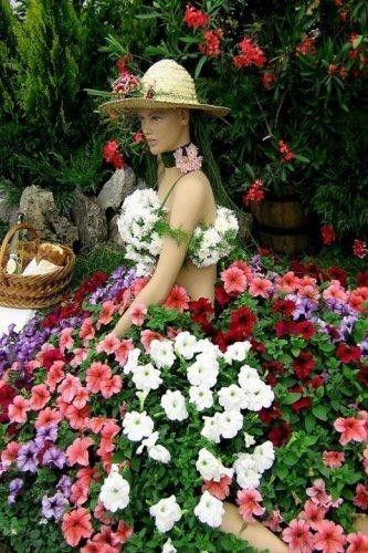 garden art~a dollmakers' garden!