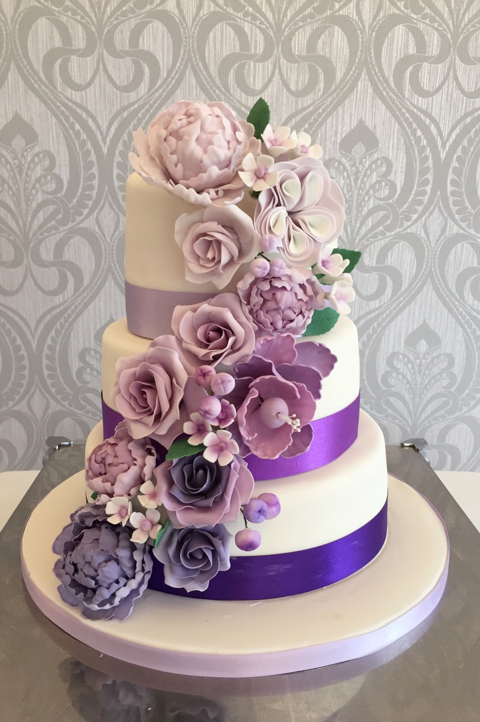 Wedding Cake 3 Tier White Wedding Cake With A Stunning Full