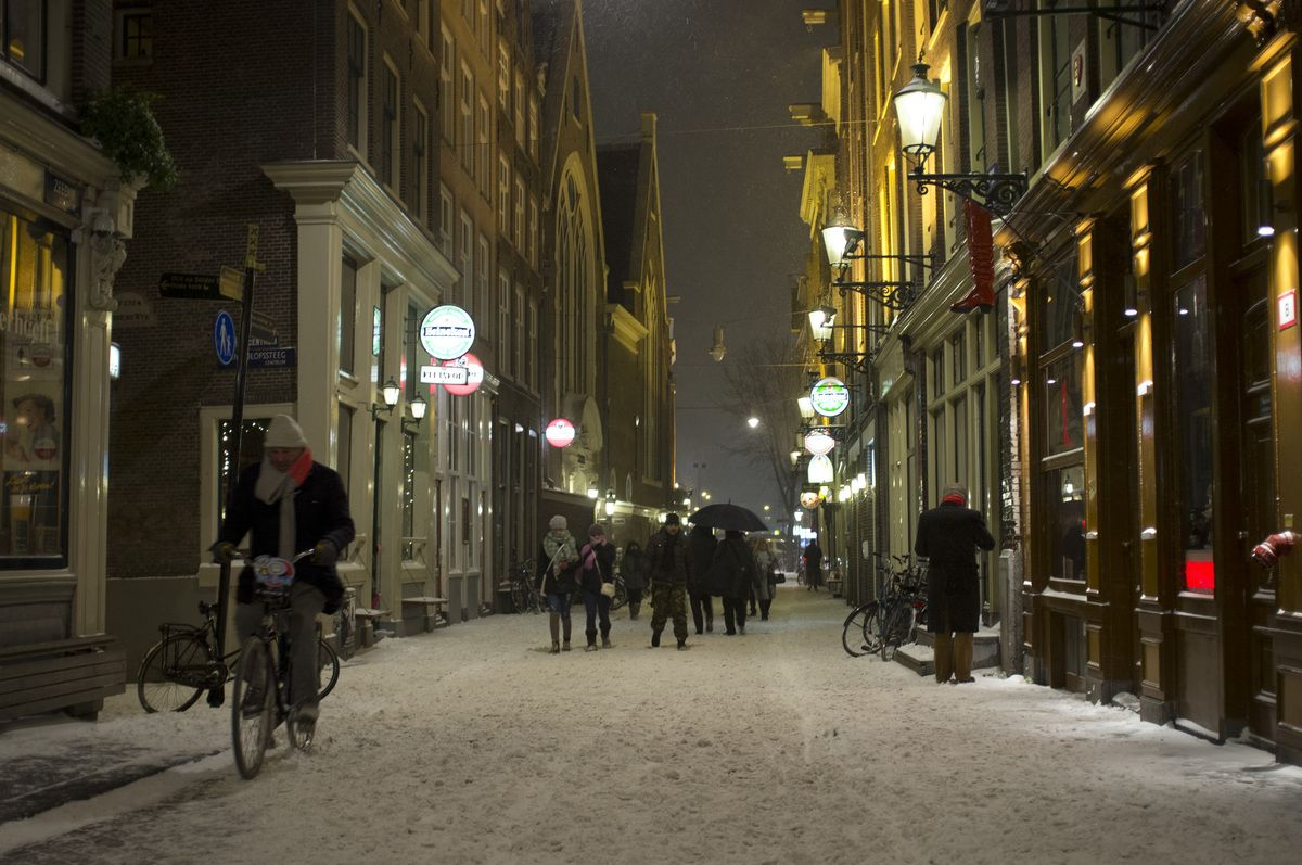 Amsterdam, the NETHERLANDS. A fresh layer of snow covers the streets in the city center of Amsterdam, Netherlands, Sunday evening Jan. 20, 2013. (AP Photo/Peter Dejong)
