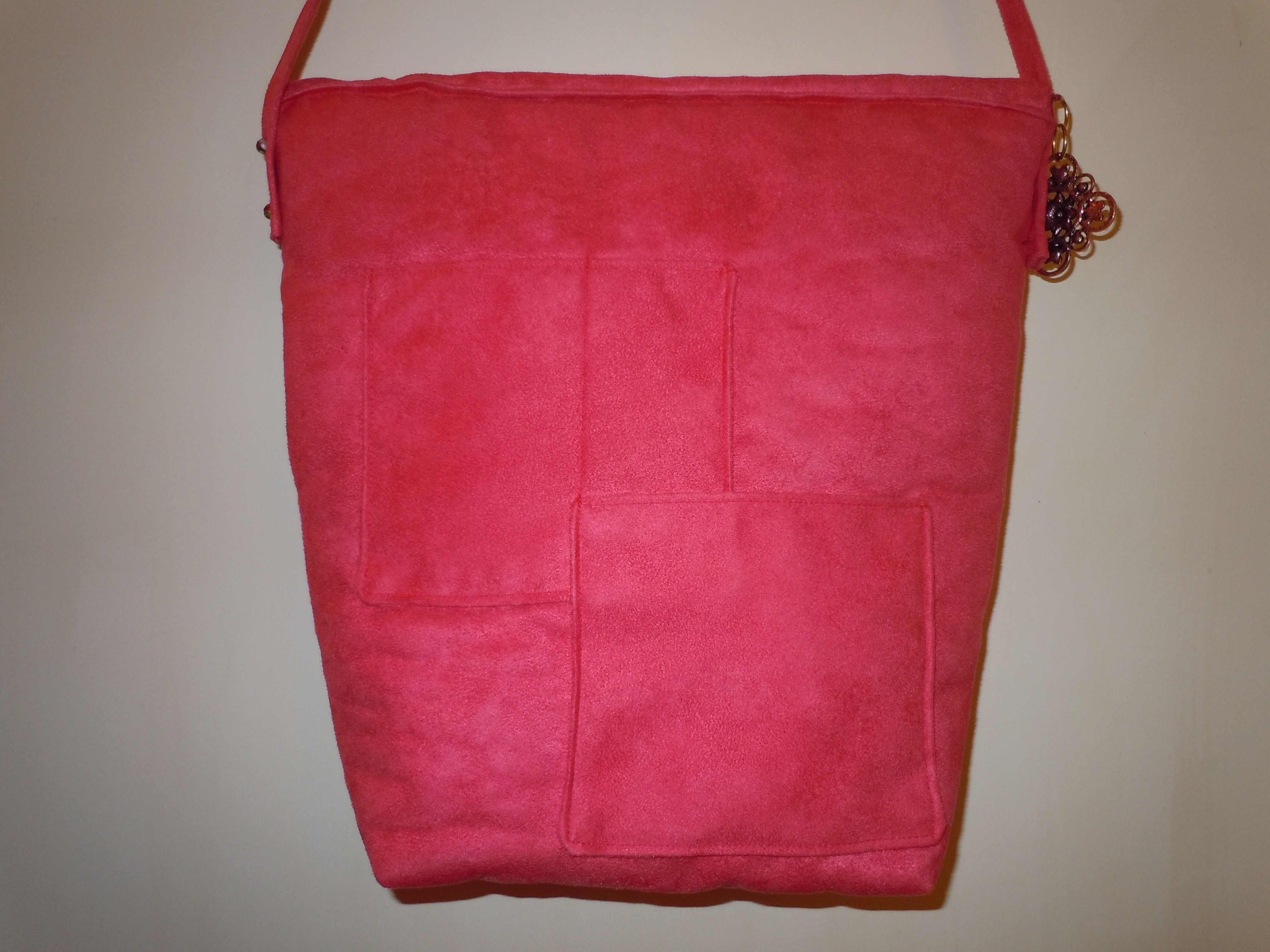 This is the back of the bag.  Lots of pockets!