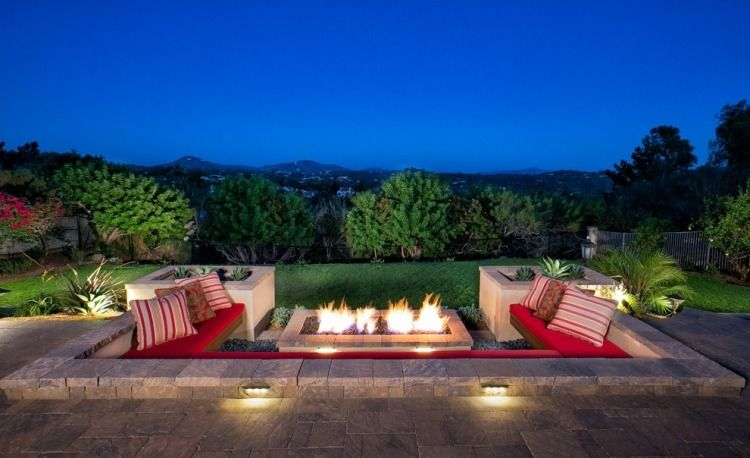 versunkener sitzbereich mit integrierter sitzbank und feuerstelle - Versunkene Feuerstelle Designs