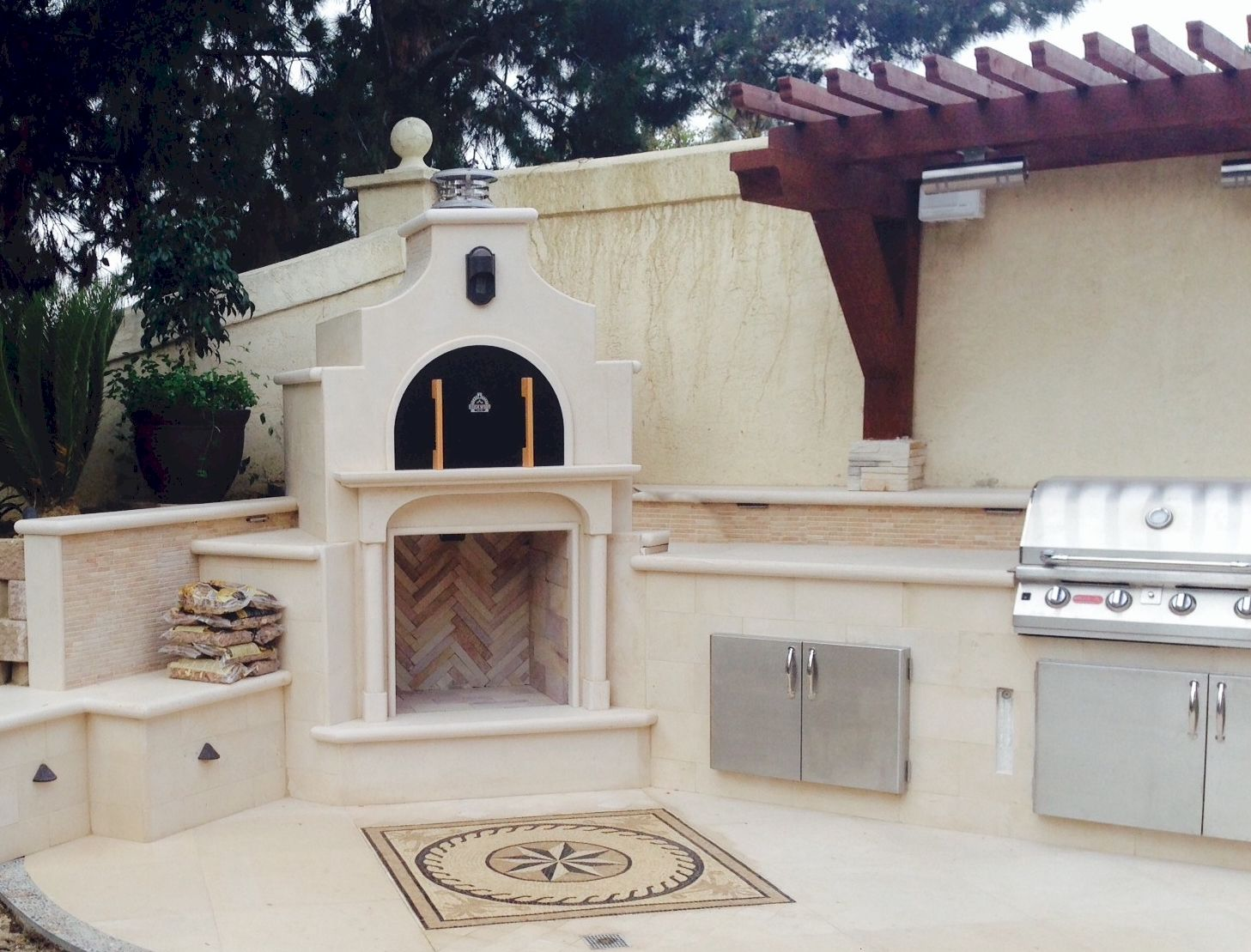 A Beautifully Finished Wood Fired Brick Pizza Oven And Gas Bbq Grill In An Outdoor Kitchen Brickwoodovens Pizza Oven Pizza Oven Outdoor Outdoor Kitchen Design