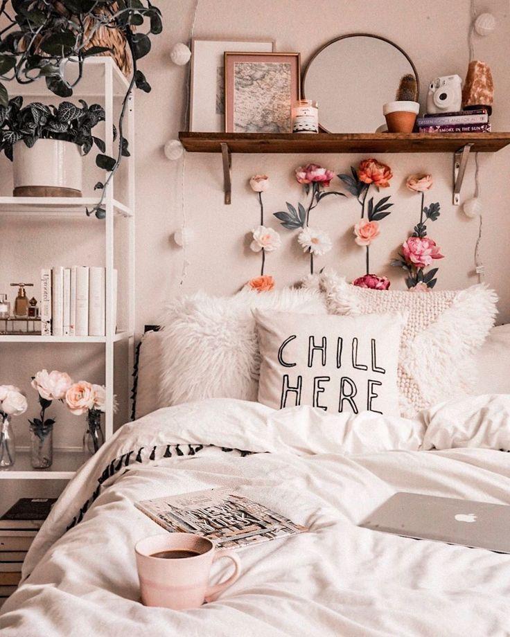 Gemütliche Schlafzimmerideen, wie von Michelle erzählt #flowerwall #cozybed #bedroomideas #bedr