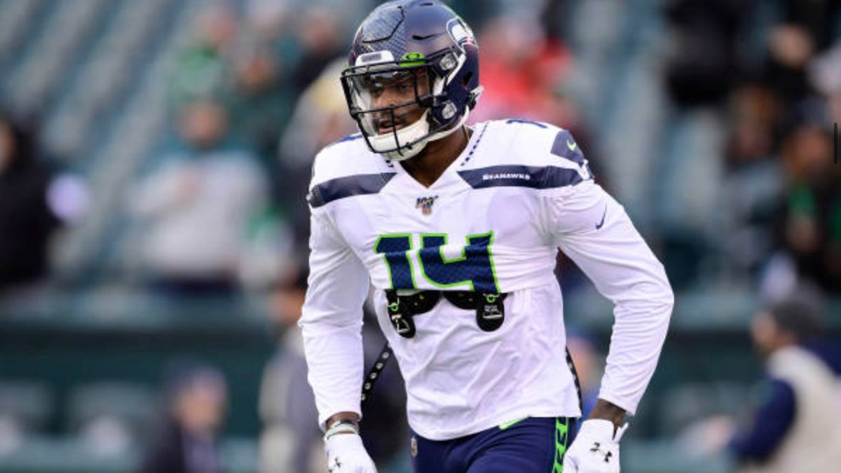 D K Metcalf Is Torching Defenders Are Seattle Seahawks Training Camp In 2020 Nfl Today Football Helmets Motorcycle Jacket