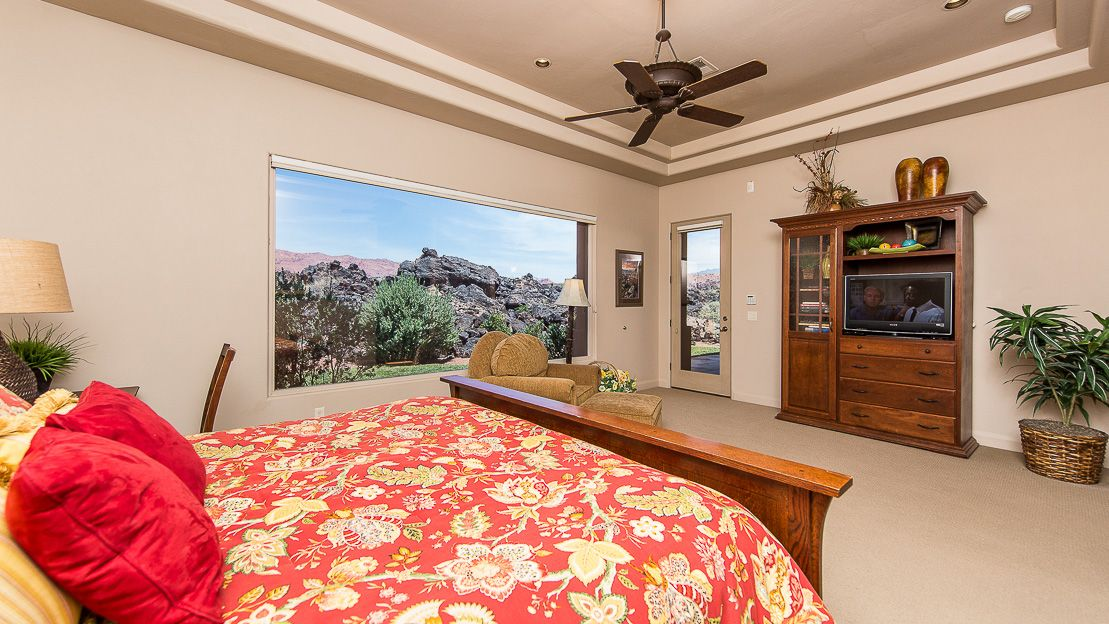Beautiful views from this 3br3ba vacation home in private