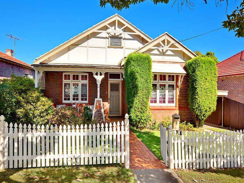 House facade ideas exterior house design and colours for Californian bungalow front door
