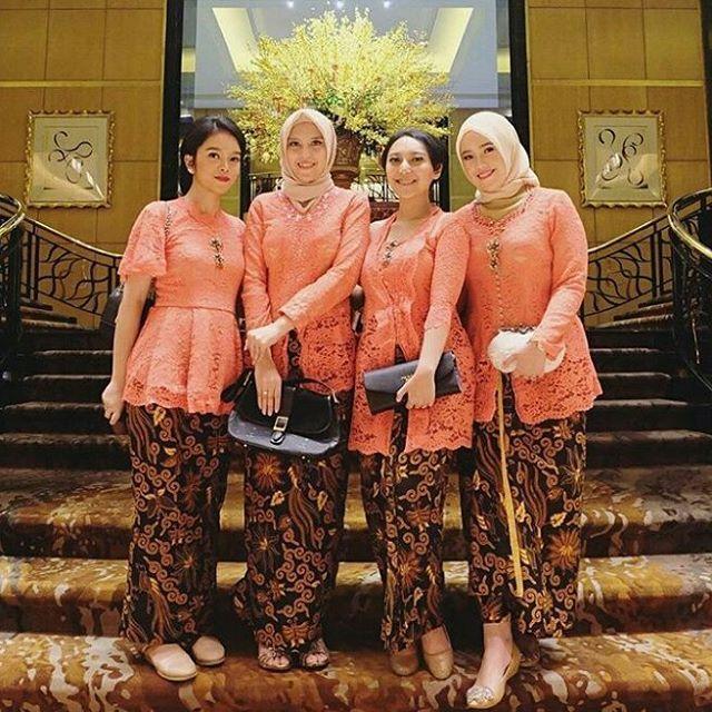 Model Kebaya Modern Broklat Orange Rok Batik Solo Baju Resepsi Di