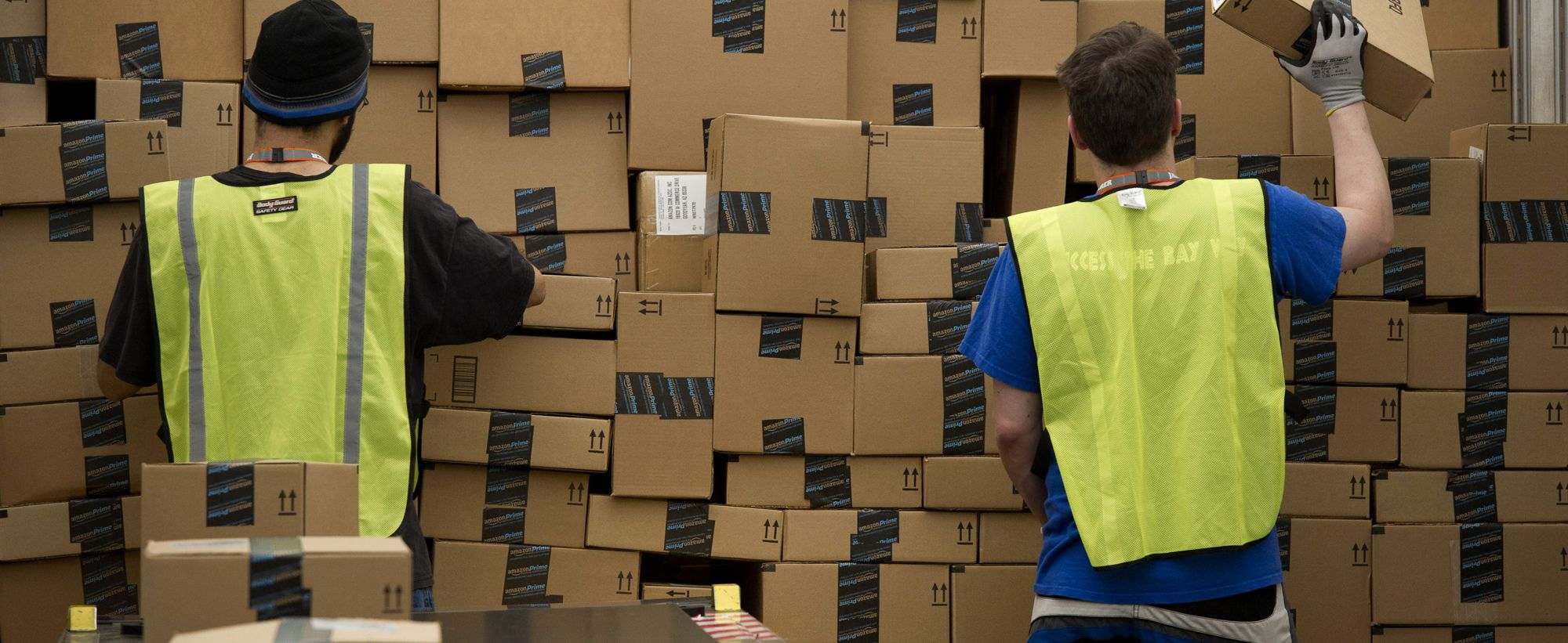 Amazon Worker Jumps Off Company Building After E Mail Note White