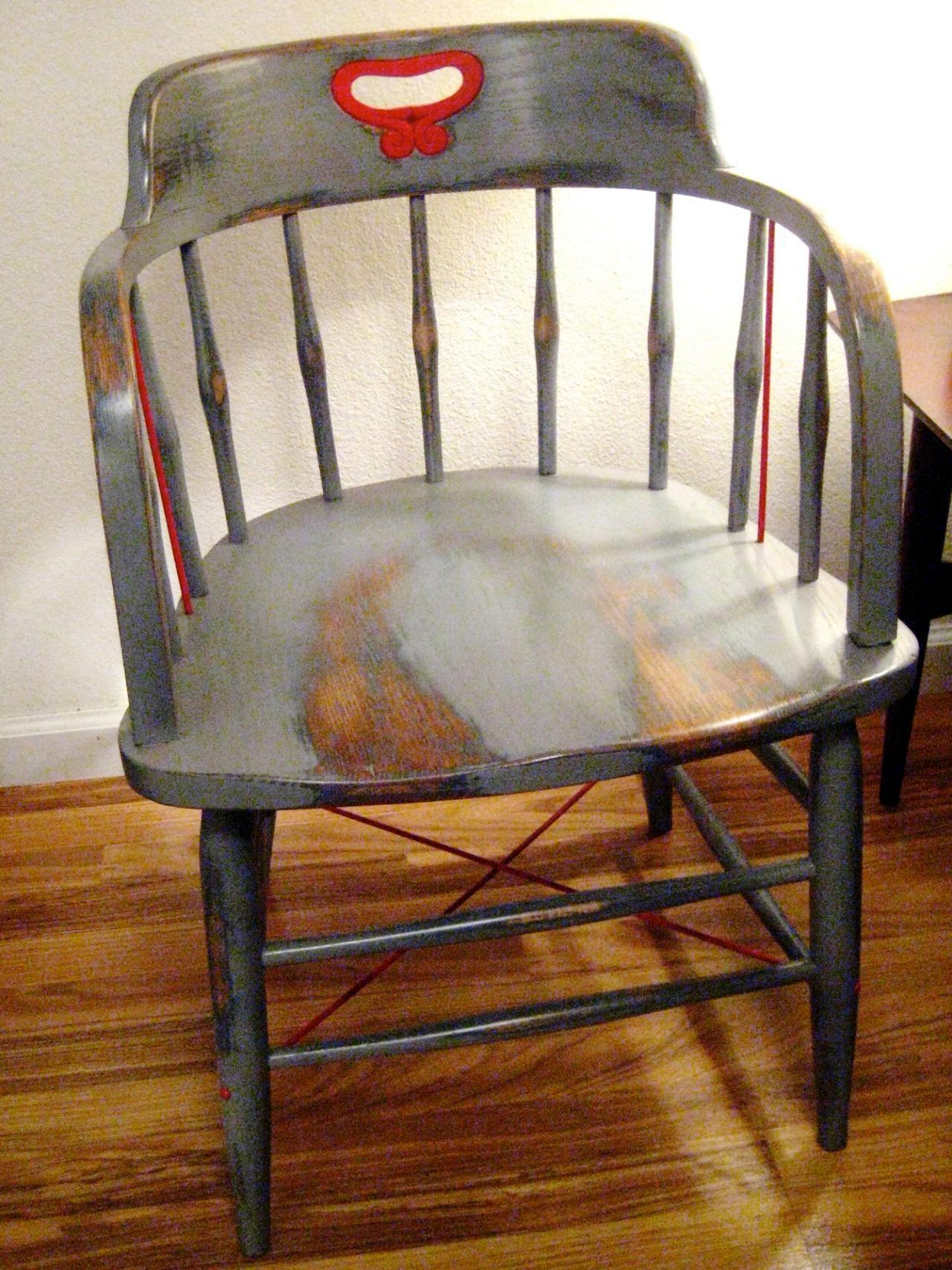 Comment Decaper Des Chaises En Bois comment peindre une chaise avec un look ancien patiné