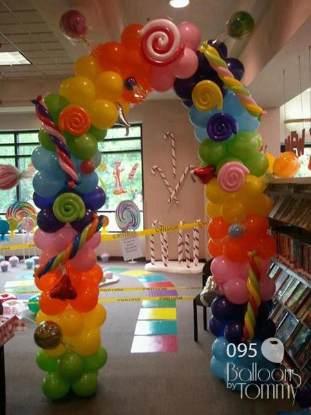 Enter into Candyland through this lollipop and candy-covered arch! | Balloons by Tommy | #balloonsbytommy #candylanddecorations