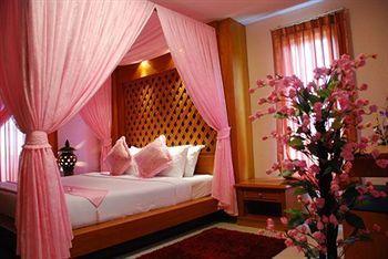 Convenient Resort, 9-11 Lat krabang Soi 38, Lat Krabang, Bangkok, TH 10520.  $15 average per night!
