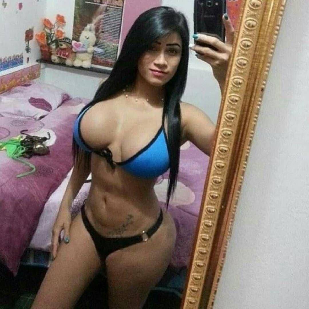 chicas se desnudan en la calle por completo por dinero