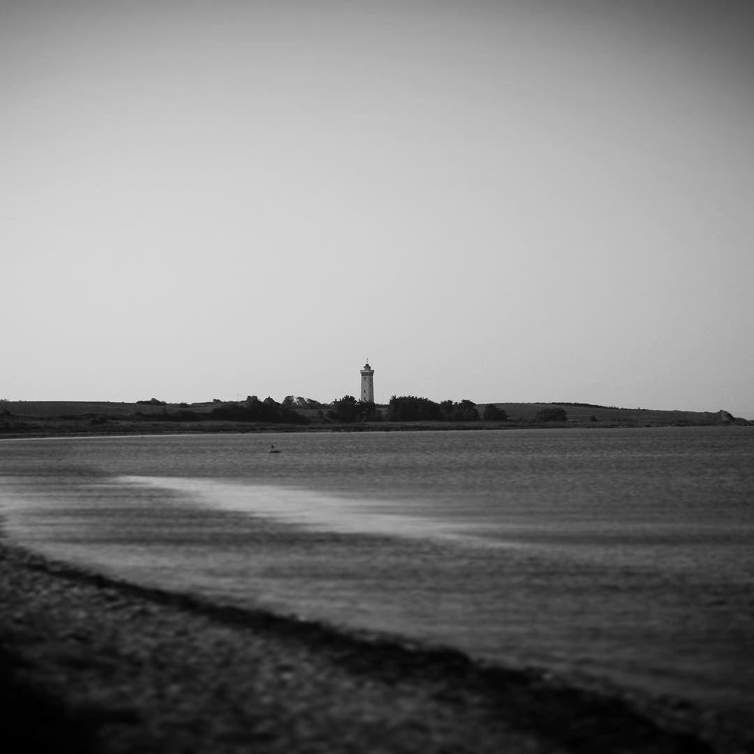 Helnæs Fyr #assens #november #visitassens #visitdenmark #vielskernaturen #natur #landskab #fishing #lighthouse #sea #mitassens #sunlight #beach #visitdenmark #visitfyn #tv2vejret #fyrtårn #waves #autumn #instapic