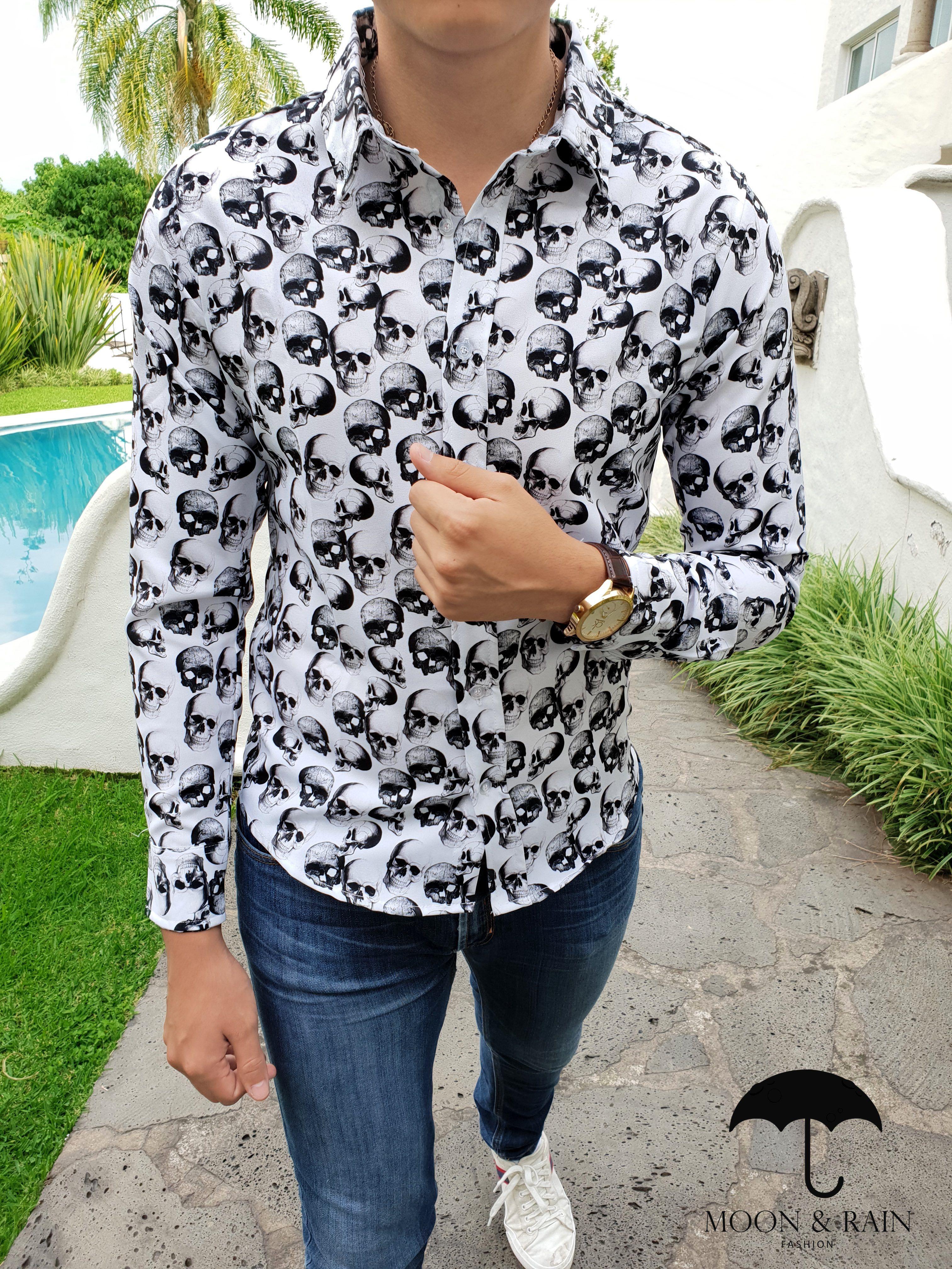 80d5dac6c86b3 Outfit para hombre  camisa slim fit blanca de calaveras de flores negras
