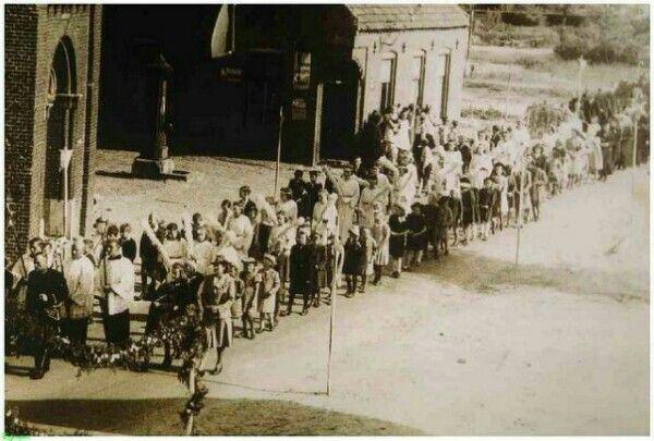 Ommel eind jaren veertig....begin jaren vijftig....procesie