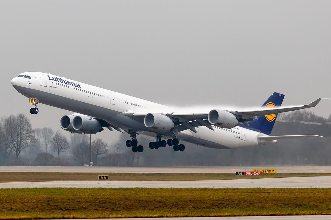 Gerrit Di Instagram Lufthansa Airbus A340 600 Departing Munich Airport With Some Nice Condensations Over The Wings Airbus A340 340 Lufthansa Lh