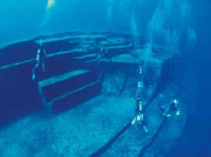 Pirámides o Ruinas bajo el agua en Japón