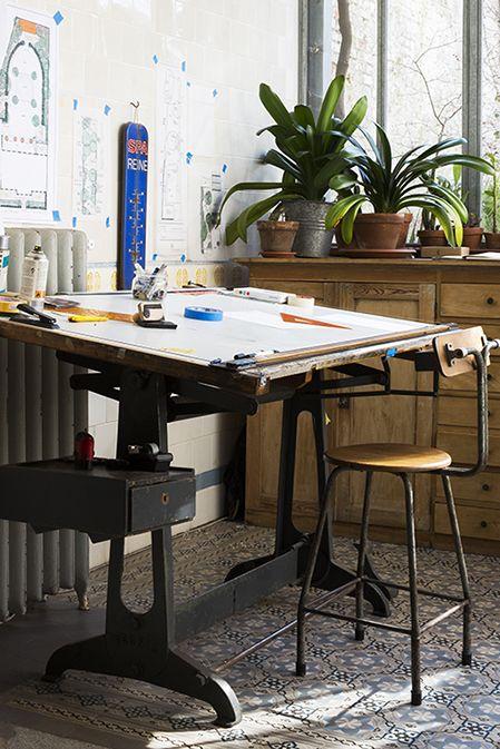 gravity interior spaces table dessin mobilier de. Black Bedroom Furniture Sets. Home Design Ideas