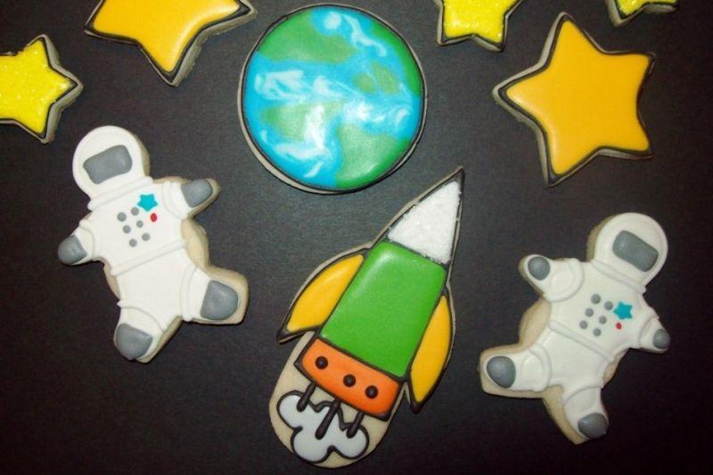 Space astronaut / rocket / earth / star cookies by Jillfcs
