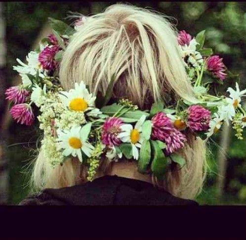 Natural hair. Flower crown.