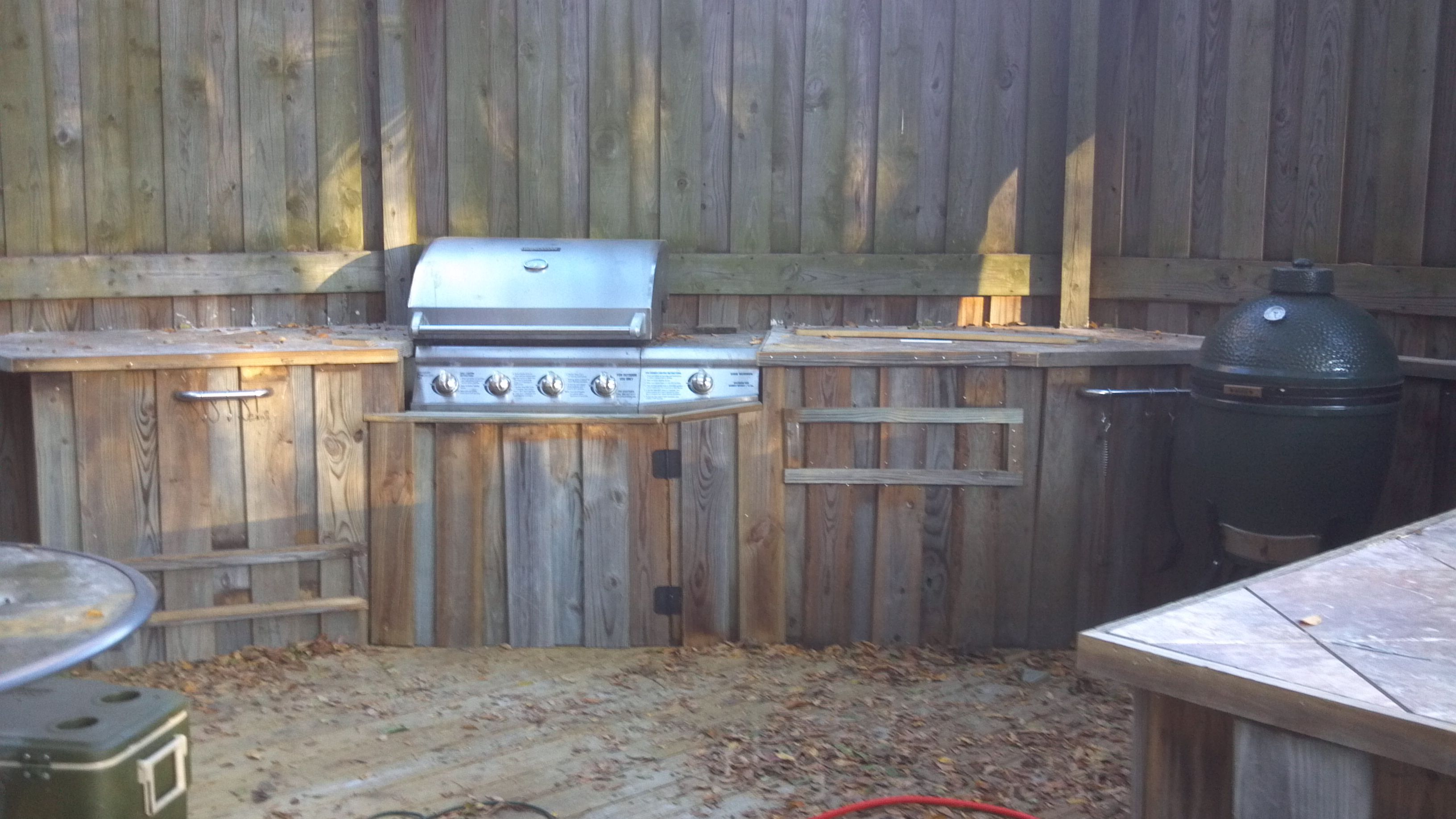 outdoor kitchen with the big green egg outdoor cooking