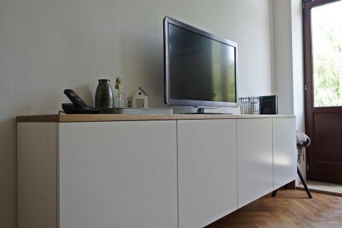 schwebendes Sideboard im Wohnzimmer Living room white - wohnzimmer sideboard design
