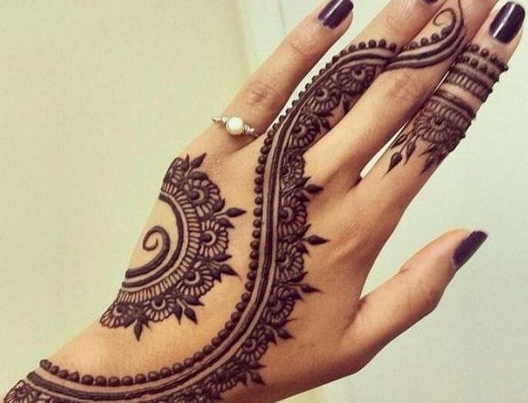 15 Beautiful Mehndi Designs For Raksha Bandhan Buy Lehenga Choli Online Henna Tattoo Designs Tribal Henna Designs Mehndi Designs For Hands