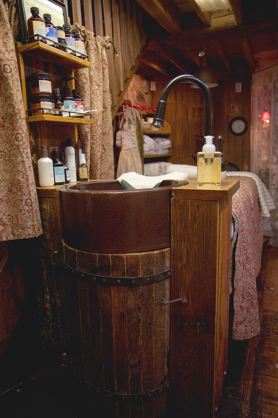 rustic salon station | ... Spot Light: Rustic Reclaimed Antique Wood Transforms Facez Spa & Salon
