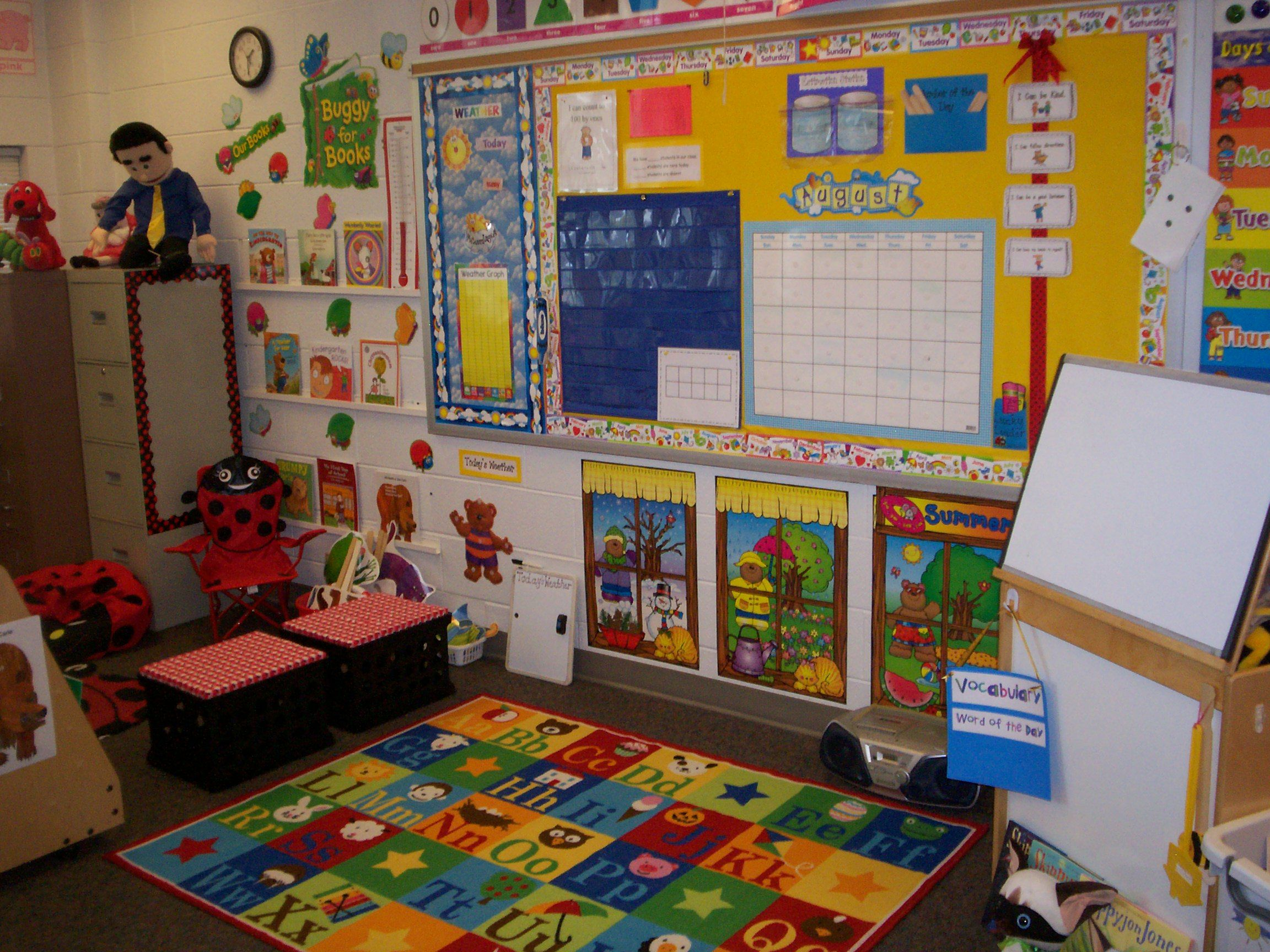 Reading Classroom Decorations ~ Morning group area and reading corner kindergarten