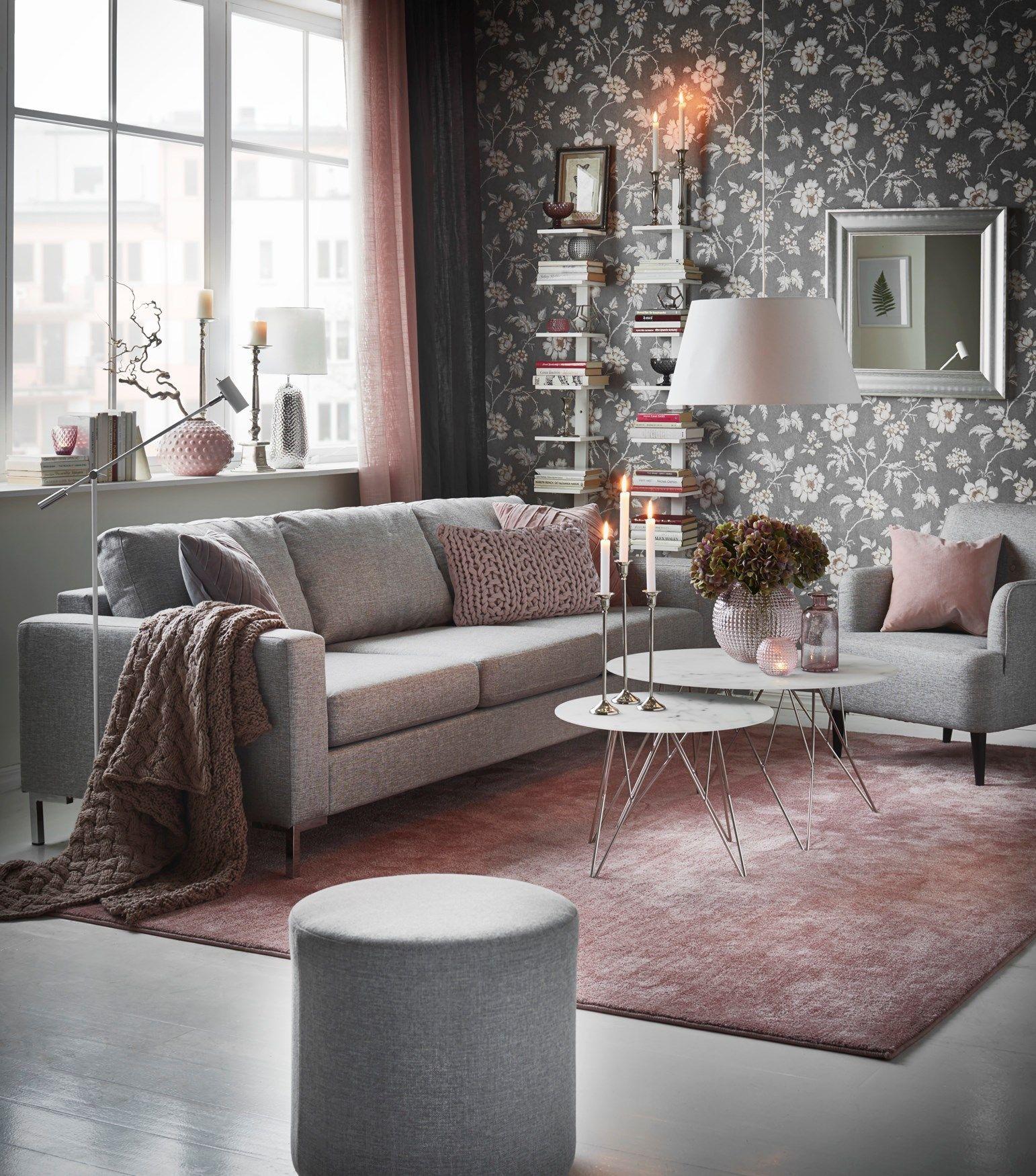 blommig soffa vardagsrum
