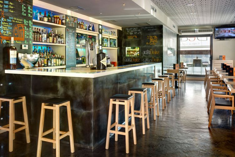 Mobiliario instalaci n barra cafeter a bar restaurante for Mobiliario restaurante