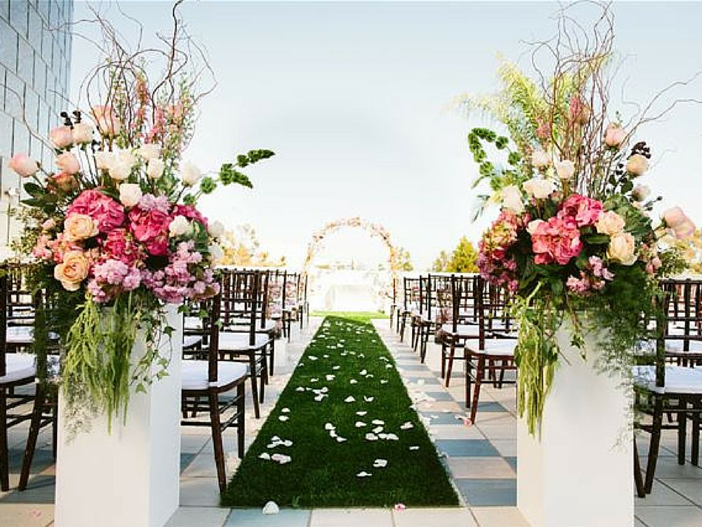 Beautiful Outdoor Wedding Ceremony At Tribeca Rooftop: Who Would Guess That This Pretty Garden Wedding Was