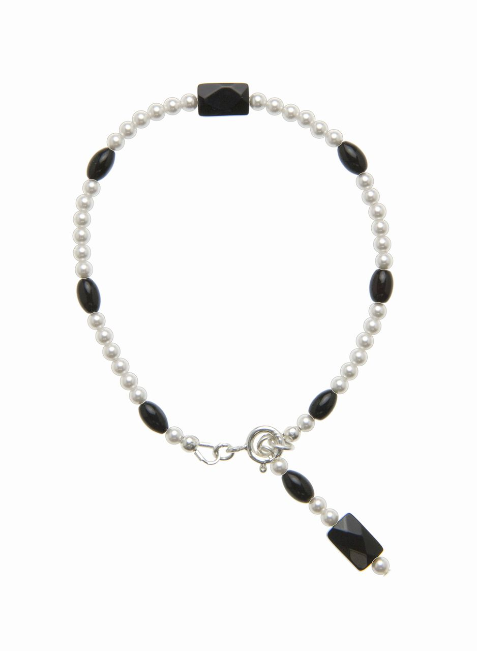 The Classic Black and White Silver Bracelet is from the Elegant Essentials Collection by Lee Buchanan Jewelry. Dainty and delicate, the bracelet is perfect for day or evening wear and will complement many outfits in your wardrobe. A faceted Black Onyx Rectangle is at the center of the bracelet, surrounded by Swarovski White Pearls and Black Onyx Oval Beads. The signature charm includes a Faceted Black Onyx Rectangle, Black Onyx Oval and four Swarovski White Pearls. Stunning!