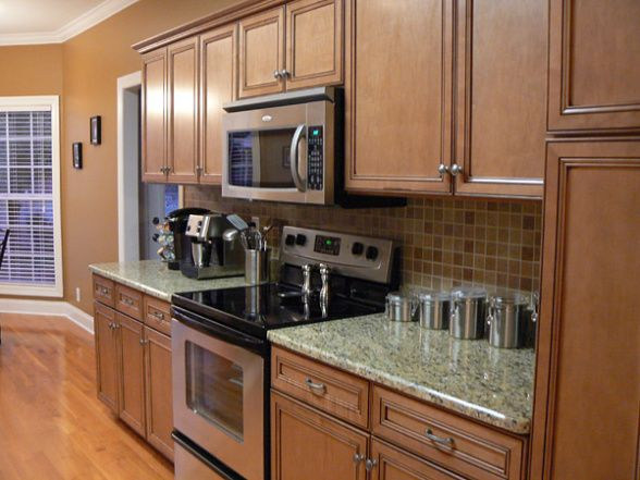 Kitchen Backsplash Ideas With maple Cabinets | Kitchen ... on Kitchen Tile Backsplash Ideas With Maple Cabinets  id=63872