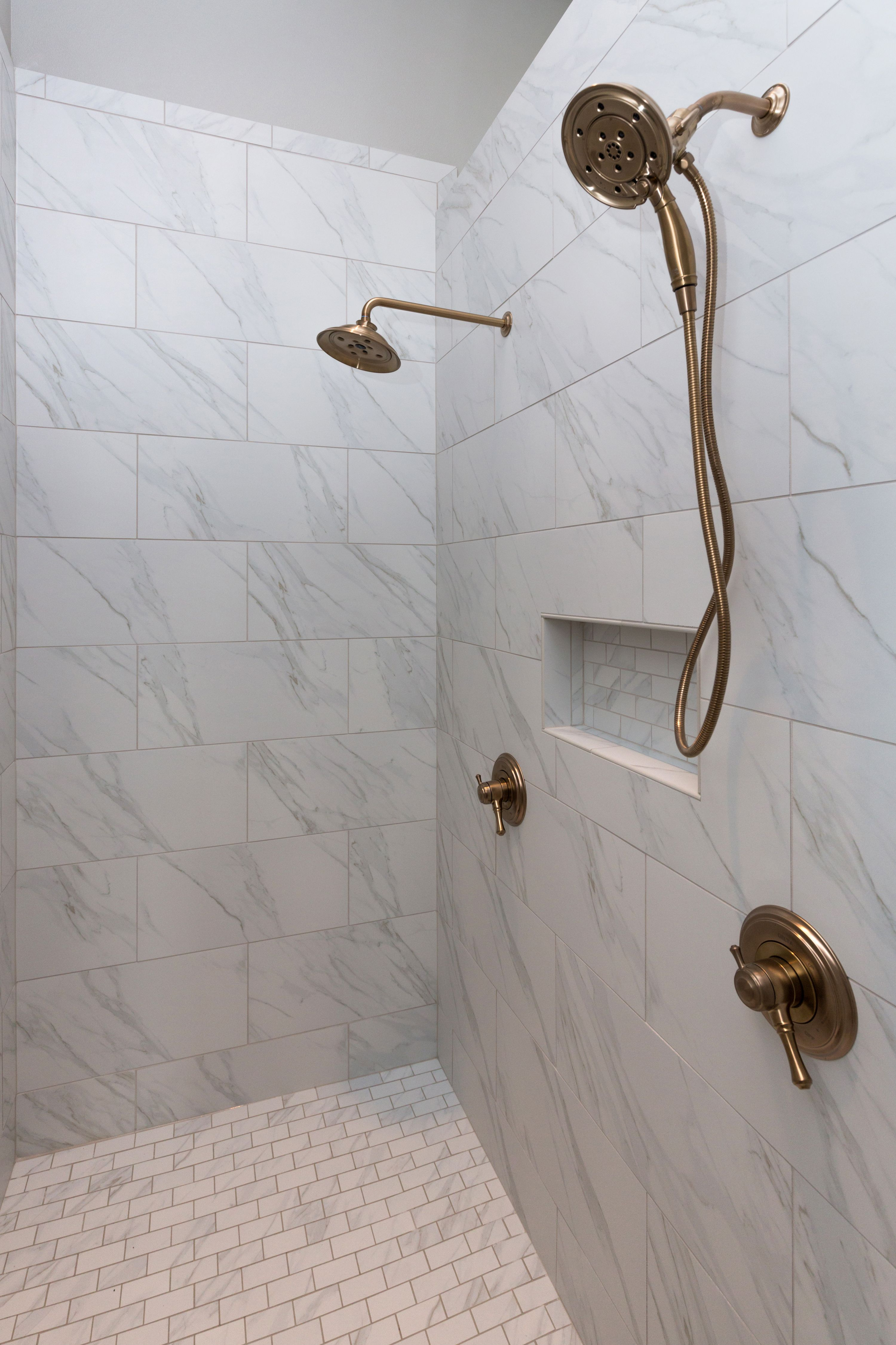 Delta Champagne Bronze Finish With Images Bronze Bathroom