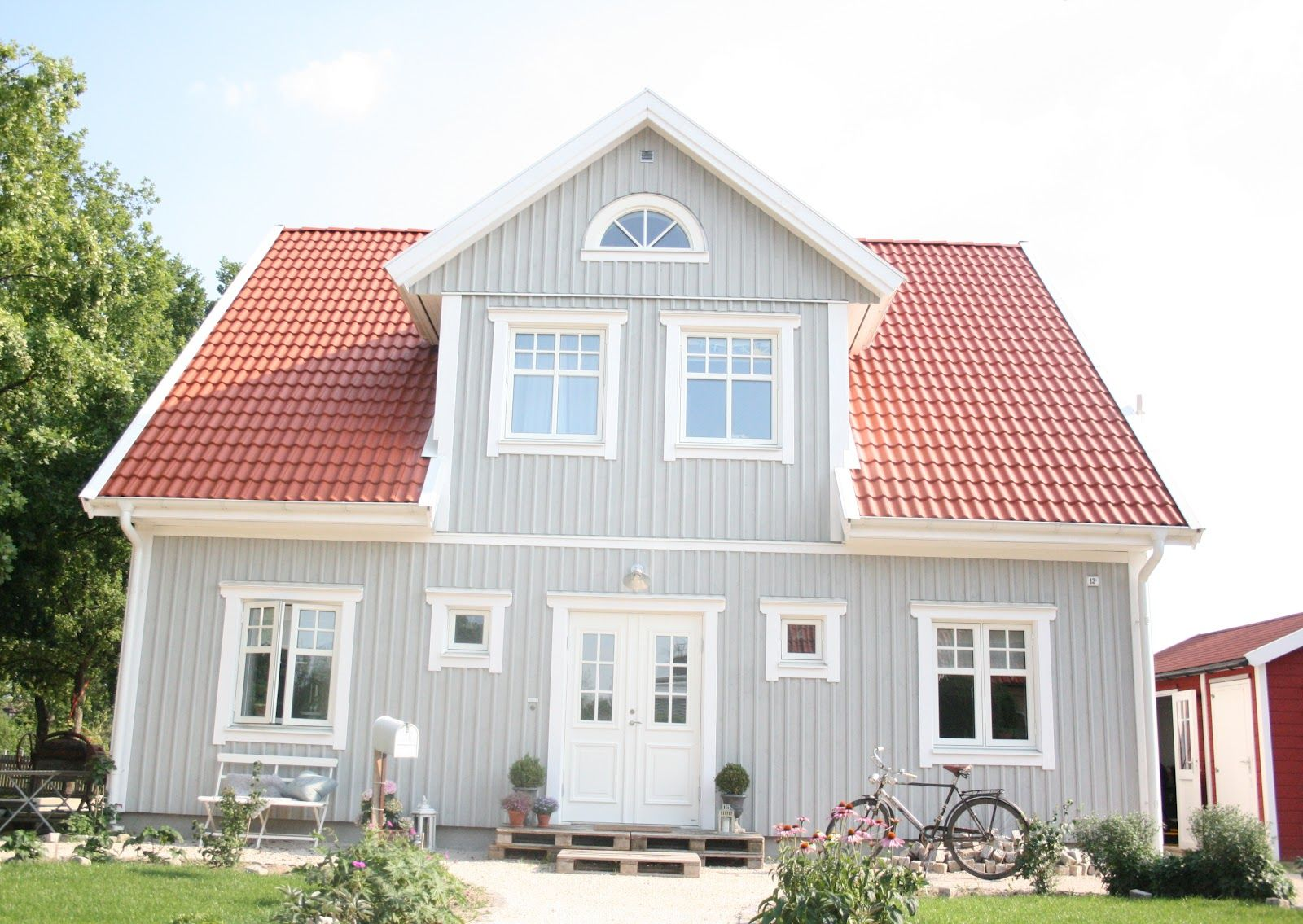 Lille sverige hus scandinavia red roof house house - Online exterior house color tool ...
