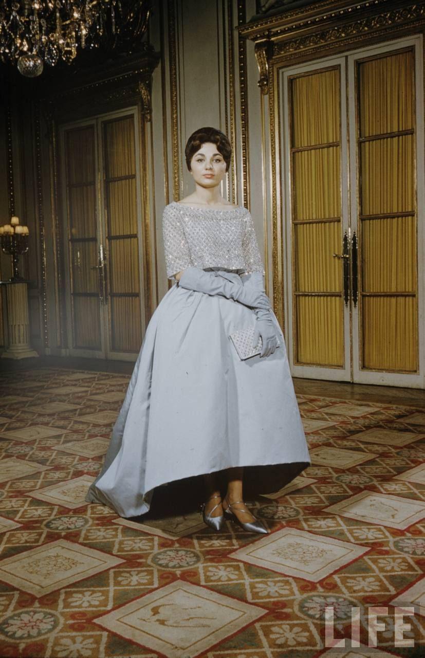 Farah con vestido azul claro de Dior con el que asistió a la opera ...