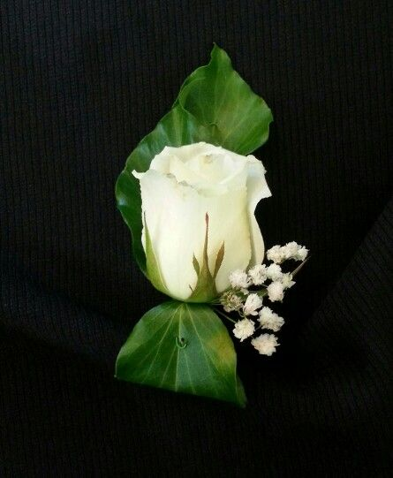 Sweet and simple #buttonhole design. Perfect finishing touch for the classic #groom